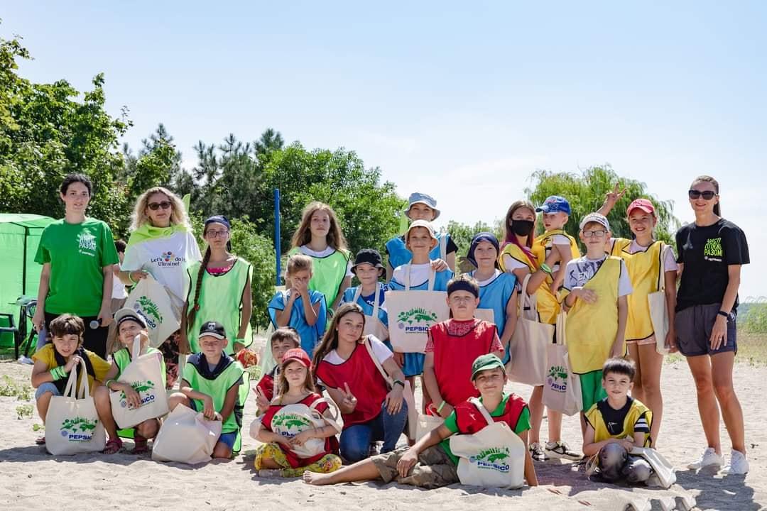 С h2o для всей семьи пляж на Намыве в Николаеве стал чище